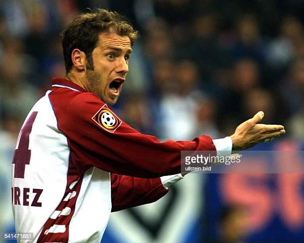 Sportler, Fussball, Bosnien-HerzegowinaMittelfeldspieler brüllt und gestikuliert