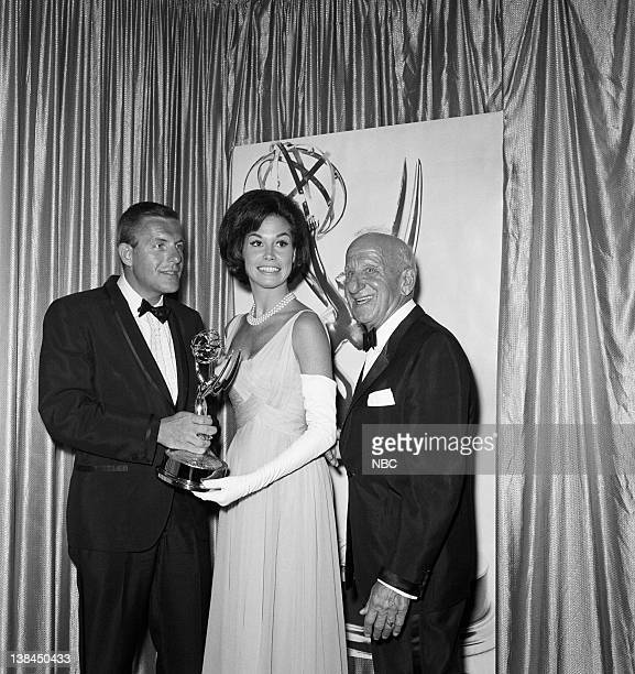 17th ANNUAL PRIMETIME EMMY AWARDS Pictured Jerry Van Dyke Mary Tyler Moore Jimmy Durante during the 17th Annual Primetime Emmy Awards on September 12...