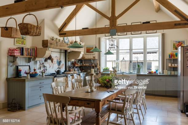 17th century cotswold sandstone farmhouse - landhaus stock-fotos und bilder