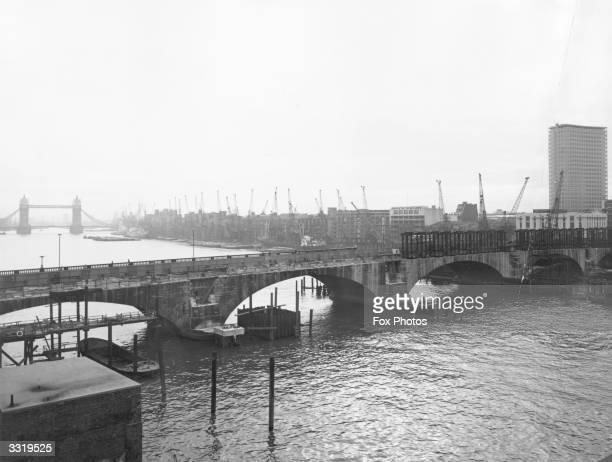 New London Bridge under construction