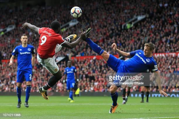 17th September 2017 Premier League Manchester United v Everton Romelu Lukaku of Man Utd battles acrobatically with Phil Jagielka of Everton
