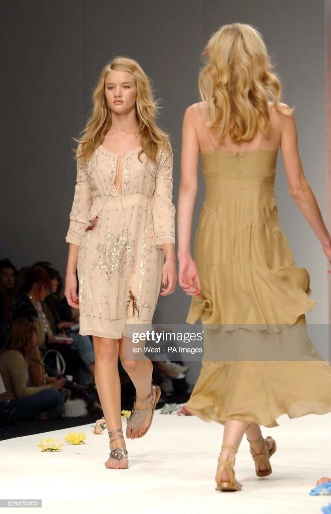 17 Year Old British Model Rosie Huntington Whiteley Wearing A News Photo Getty Images