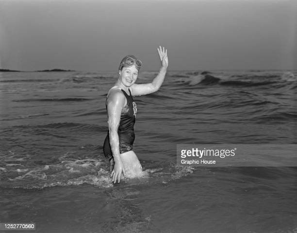 17yearold Canadian swimmer Marilyn Bell swims the English Channel from Cap GrisNez to Abbotscliff in England 31st July 1955 She is the youngest...