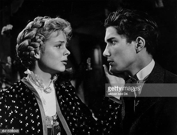 *Schauspielerin Dals Käthi mit Christian Wolff als KarlHeinrich in der dritten Verfilmung von AltHeidelberg Regie Ernst Marischka Deutschland 1959