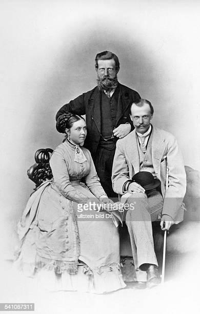 *1810183115061888Deutscher Kaiser und König von Preussen1888 mit Prinzessin Victoria sowie Prinz Ludwig von Hessen undatiert