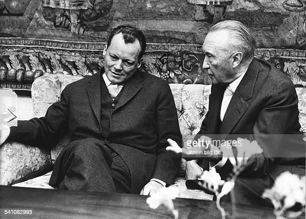 Politiker, SPD, Dder Regierende Bürgermeister von Berlin berichtet Bundeskanzler KonradAdenauer über seine Weltreise- 1959