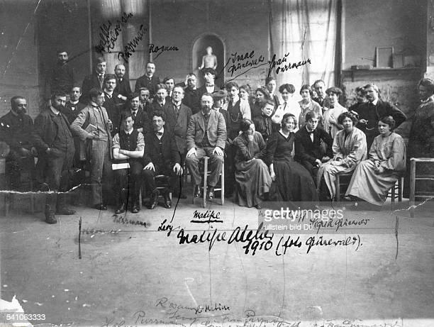 *18691956Bildender Künstler Maler FrankreichMatisse mit Freunden und Malerkollegen in seinem Atelier 1910Foto Grünewald