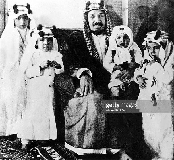 *18801953König von Saudi Arabien mit vier seiner Kinder 1934