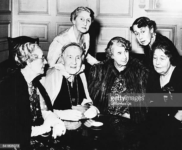 *18821960Frauenrechtlerin GBTochter von Emmeline Pankhurstfeiert in einer Gruppe von Suffragettendie Goldene Hochzeit von Lord und LadyPethick...