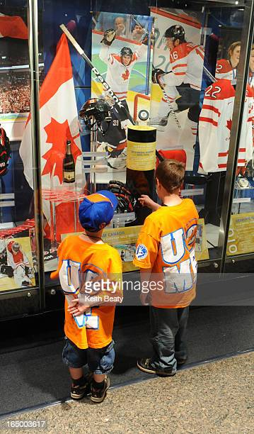 18May2010 Sidney Crosby's Olympic winning stick has been put on display along with his gloves at the Hockey Hall of Fame completing the 'Double Gold'...
