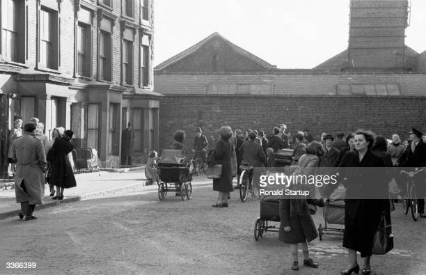 The morbidly curious and the distressed residents of Rillington Place in London's Notting Hill mix rather uneasily 10 Rillington Place was the home...