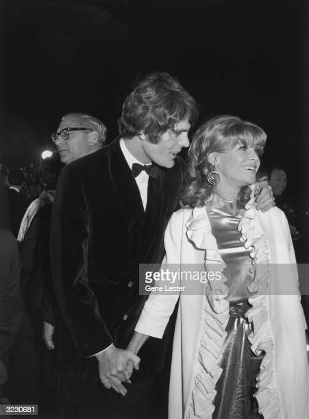 EXCLUSIVE British actor Julie Christie smiles while holding hands with her date Don Bessant at the Academy Awards Santa Monica California Christie...