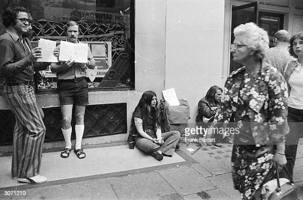 American traveller Terry Beier from Arizona and other travellers outside the American Express offices in the Haymarket London trying to raise some...