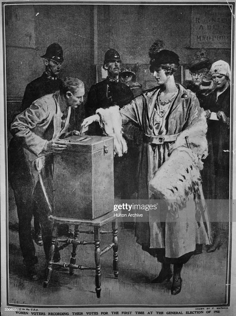 Women Voting : News Photo