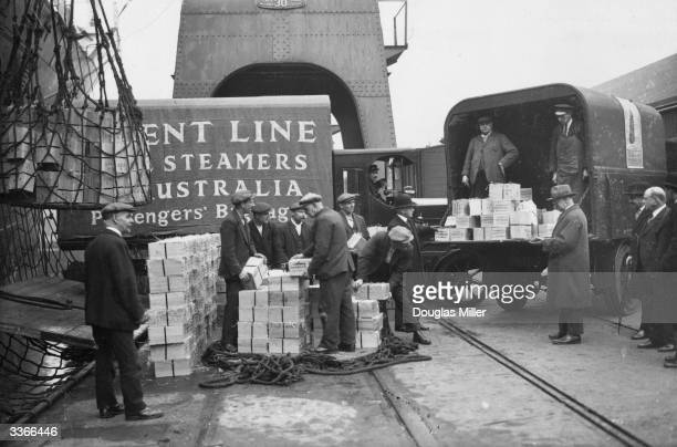 Christmas gift boxes of Queensland dried fruit being unloaded at Tilbury Docks from the Orient liner 'Orontes' The cargo is a gift from 4000...