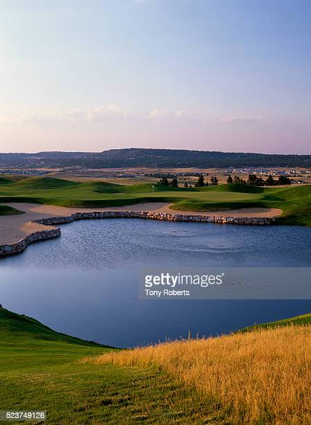 18th hole at red hawk ridge golf course - castle rock colorado stock pictures, royalty-free photos & images