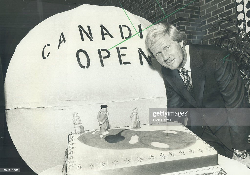 18th hole takes the cake. Golfing great Jack Nicklaus; who tees off today in the Canadian Open at Gl : News Photo