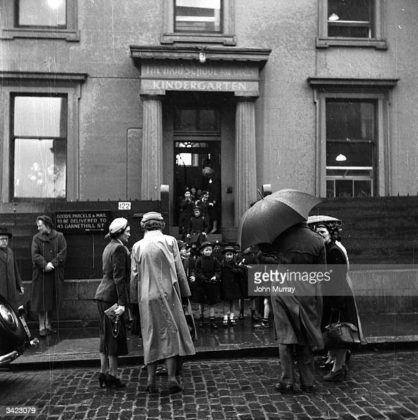 Parents waiting outside the kindergarten entrance of the Glasgow High School for Girls Garnethill Public School became the Glasgow High School for...