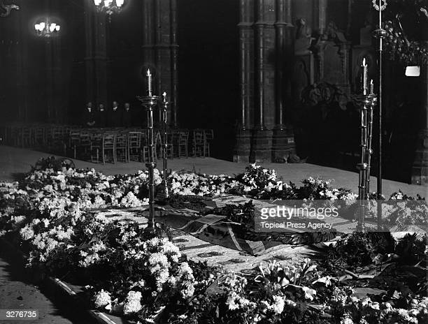 The grave of the Unknown Soldier in Westminster Abbey, after the burial service.