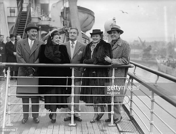 American film stars from left to right Robert Montgomery Loretta Young Bob Hope Alexis Smith and her husband Craig Stevens aboard the Queen Mary at...