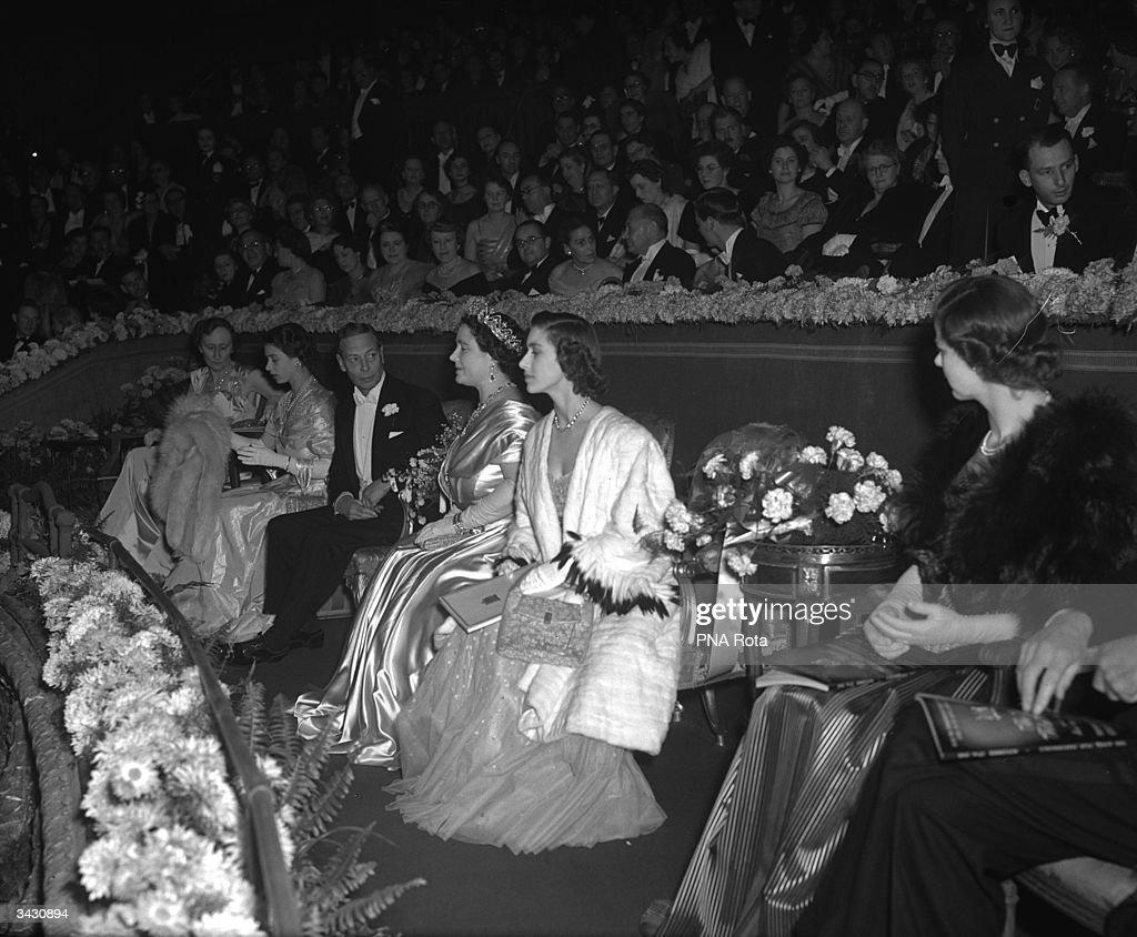 Royals At Cinema : News Photo