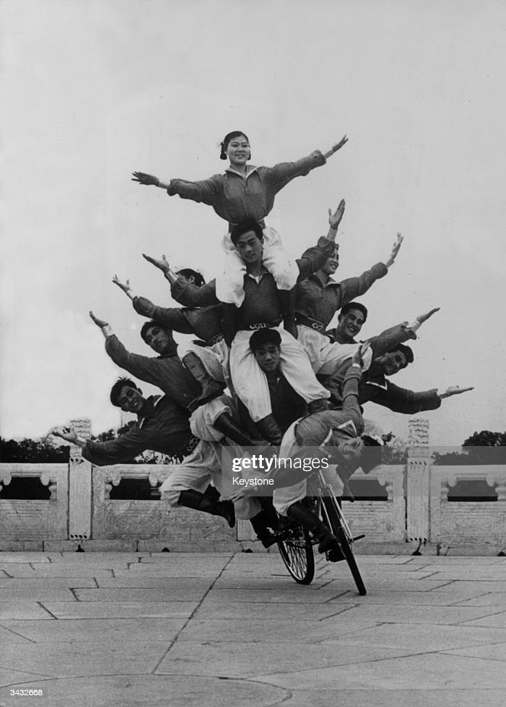 Human Pyramid : News Photo