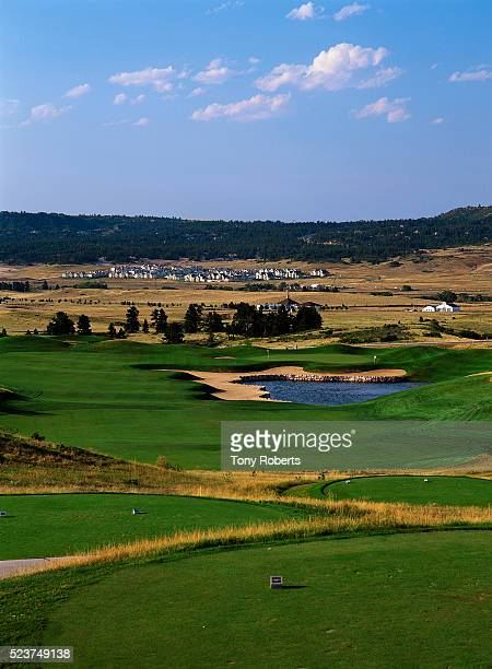 18th tee at red hawk ridge golf course - castle rock colorado stock pictures, royalty-free photos & images