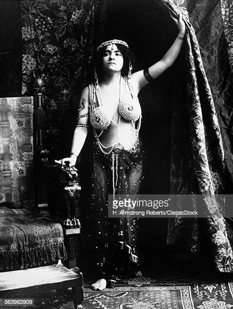 1900s 1910s VAMP WEARING A...