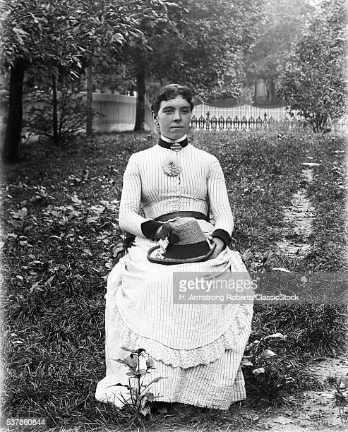 1900s PORTRAIT WOMAN...