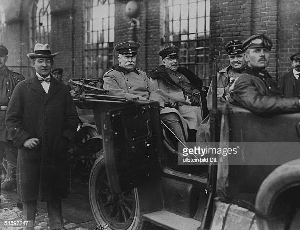 *19011856Preussischer Staatssekretär des InnernDelbrück links im offenen Wagen neben dem preussischen Minister des Innern Friedrich Wilhelm von...
