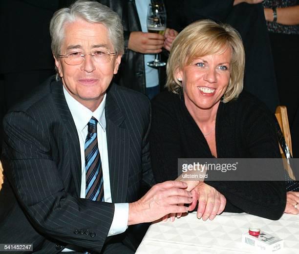 Moderator Unternehmer Produzent D mit seiner Lebensgefährtin Britta Gessler auf der After Show Party nach seiner Sendung