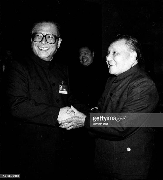 Politiker, Volksrepublik Chinabegrüsst Jiang Zemin bei der Sitzung des Zentralkommitees der Kommunistischen Partei Chinas in Bejing- 1989