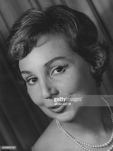*Sängerin Sopran DPorträt Oktober 1960erschienen in Radio Revue 44/1960