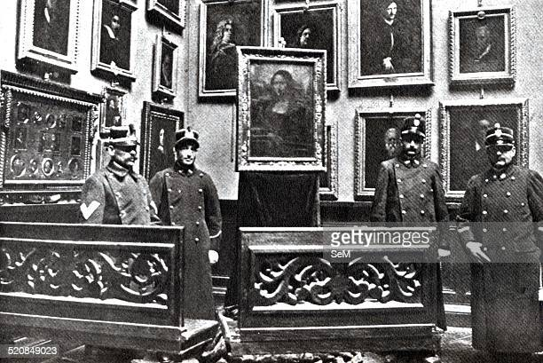 La Gioconda Florence Uffizi in the hall of portraits in 1913 after that the painting by Leonardo da Vinci was stolen in 1911 at the Louvre by...