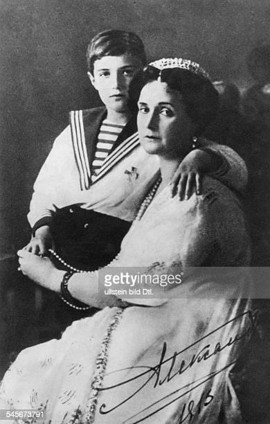 1872 1918geb Prinzessin Alice vonHessenDarmstadtEhefrau von Zar Nikolaus IImit dem Sohn Alexej Nikolajewitsch oJ