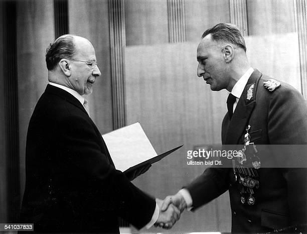 1920Politiker Militär SED DDRmit Walter Ulbrichtum 1965