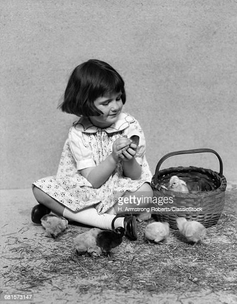 1920s 1930s SMILING GIRL...