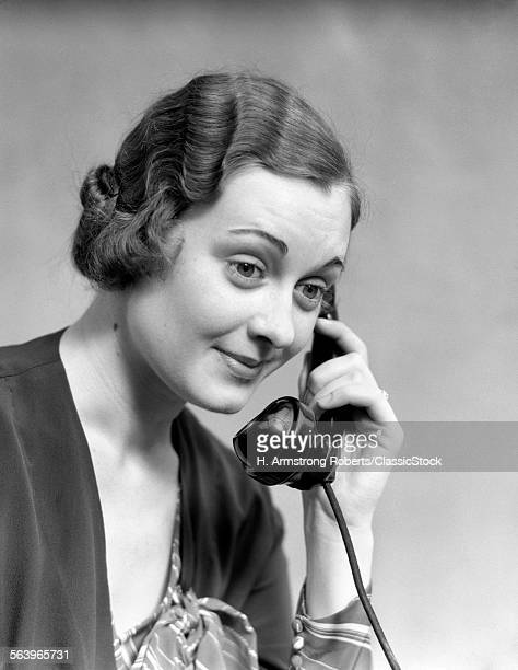 1920s 1930s WOMAN LISTENING TALKING ON TELEPHONE PLEASANT FRIENDLY FACIAL EXPRESSION