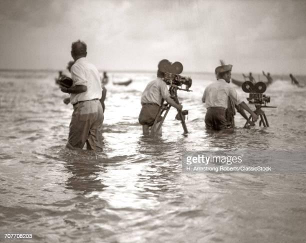 1920s FILMMAKERS IN KNEE...