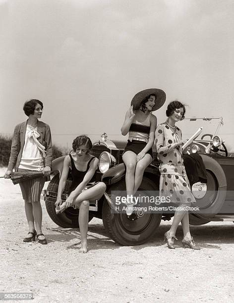 1920s GROUP OF FOUR WOMEN...