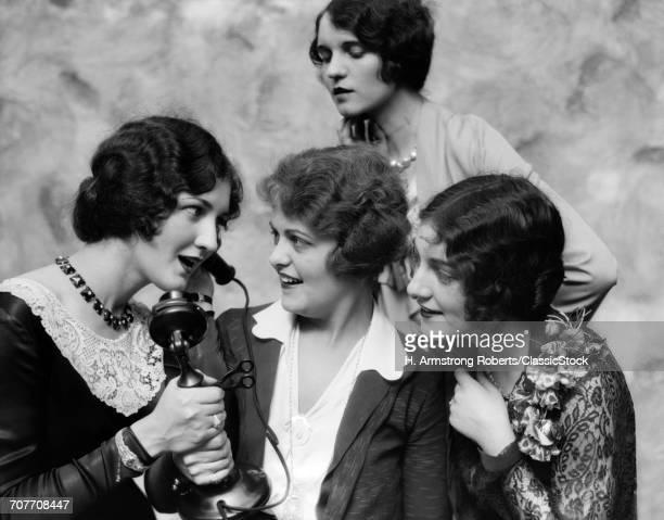 1920s GROUP OF LADIES...