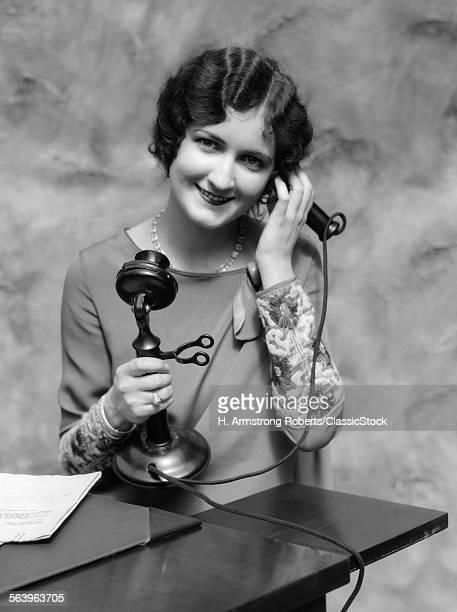 1920s PORTRAIT OF WOMAN ON...