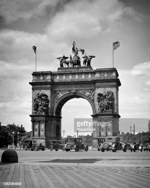 1920s THE SAILORS AND SOLDIERS ARCH IN GRAND ARMY PLAZA BROOKLYN NEW YORK USA
