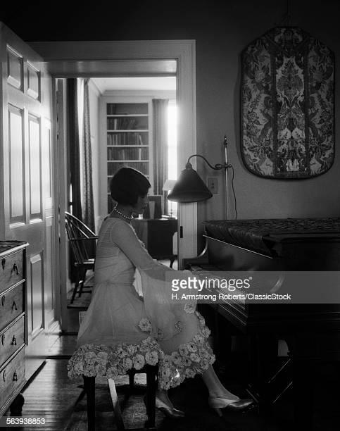 1920s WOMAN PIANIST...