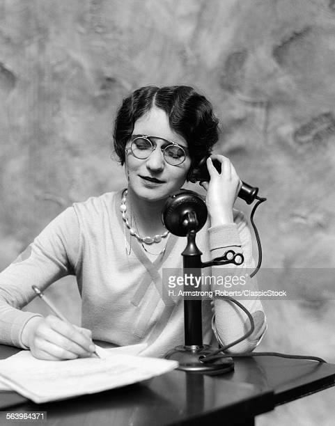 1920s WOMAN WEARING PINCE-N...