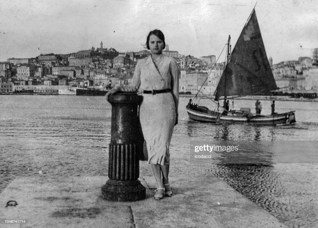 1920s young woman portrait at the beach, Italy. : Stock Photo