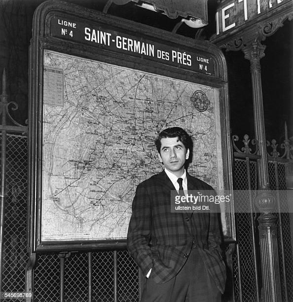 1921Schauspieler, F- vor der Pariser Metro-Station'Saint-Germain des Pres'.1955
