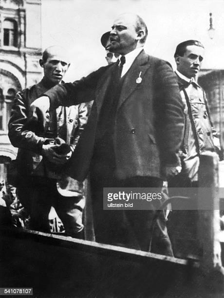 1870 1924Politiker UdSSRLenin am Rande des Besuchs desungarischen Militärführers Tibor Samuel