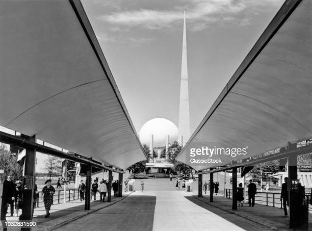 1930s 1939 WORLDS FAIR SIDEWALK OF THEME CENTER LOOKING TO TRYLON AND PERISPHERE NEW YORK CITY USA