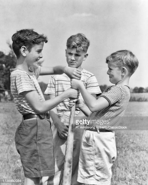 1930s 1940s BOYS DOING HAND OVER HAND ON BASEBALL BAT FOR CHOOSING SIDES UPPER HAND WINS